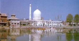 Hazrat Baal Masjid, Kashmir, India